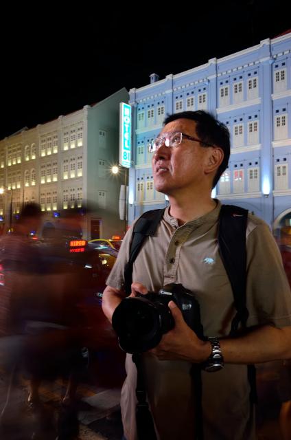John Arifin in action at China Town Singapore. Photo by Lo Khin Marn